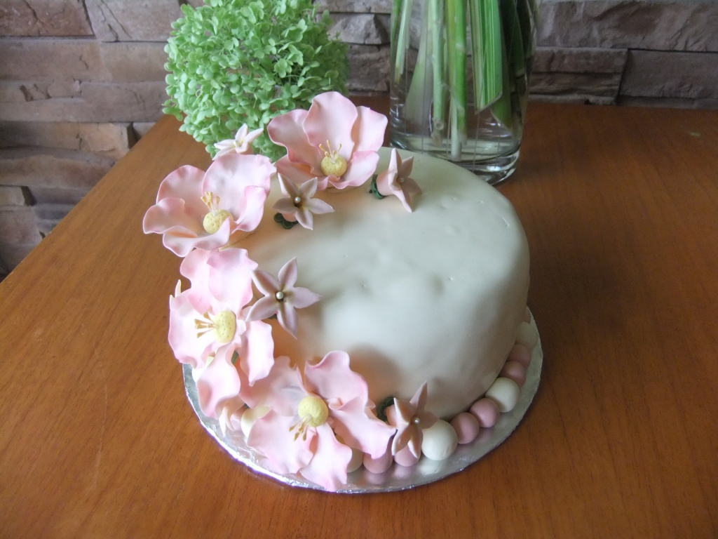 Vanilla Cake with a Peach-Raspberry Cream filling, covered in a Vanilla Fondant