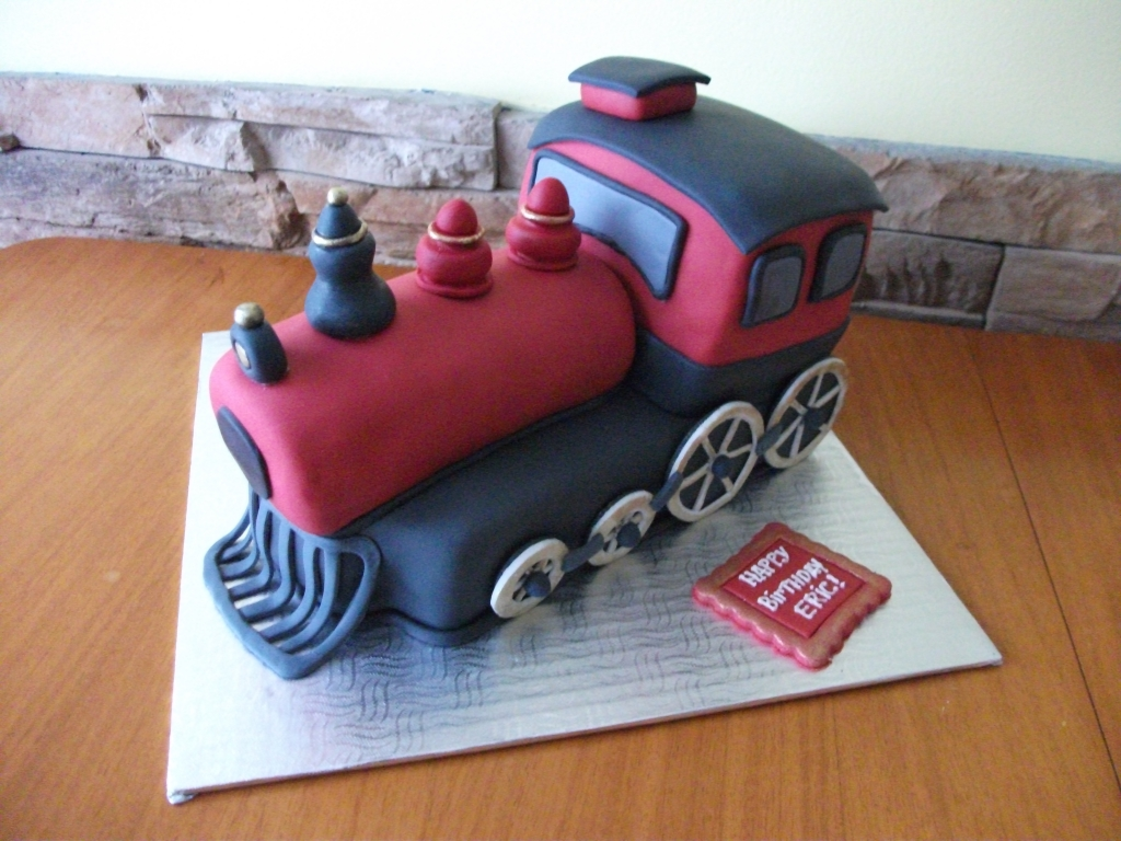Chocolate Cake with a Vanilla Buttercream Frosting covered in Fondant.