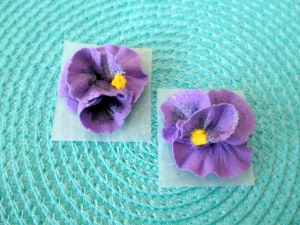 Edible Royal Icing Pansies for decorating your cakes & cupcakes.