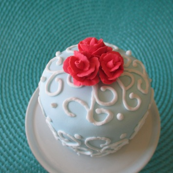 Porcelain Blue Cupcake (color) with Kiss Me (color) Roses.